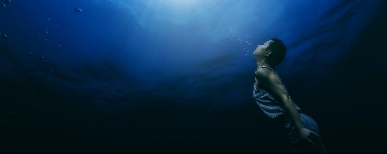 Nadando en la oscuridad